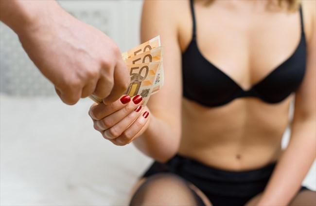カラダを売る女性